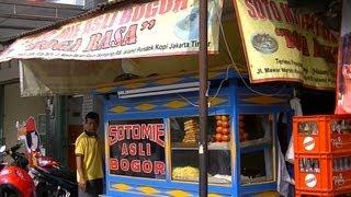 Jakarta Restaurant 9  Boga Rasa Restaurant making Original Bogor Noodles Soup Soto Mie Asli Bogor
