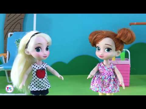Barbie Elsa Anna Dolls Videos! Giant Lollipop Gummy Worms! Bubble Bath Morning Routine!