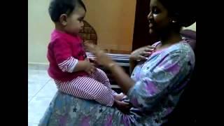 خادمة اثيوبية تلعب مع طفلة (مو كل الاثيوبيات مثل تفكيركم )
