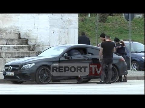 Report TV - Xhiroi gomat, policia bllokon makinën luksoze te Sheshi Skëndërbej,