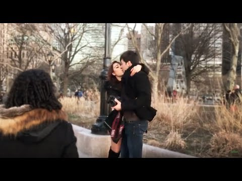 Roger González y Danna Paola hablan sobre su relación y el beso en la boca que les grabaron en video