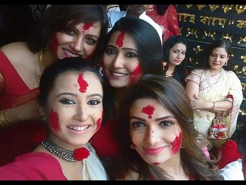 Bengali Actresses Sindur Khela | Tollywood Celebs enjoying 'Sindur Khela' in Kolkata Durga Puja