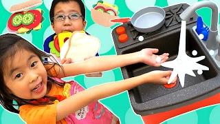 お料理ごっこ💛 リアル お水がでるよ! おもちゃのキッチンで サンドウィッチ作り  海外 おもちゃ Little Tikes Splish Splash Sink and Stove
