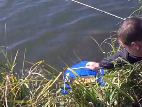 кораблик радиоуправляемый для рыбалки своими руками видео