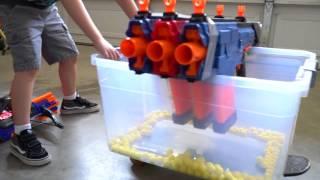 Đồ chơi trẻ em- Nerf Gun Battle! Cùng nhau bắn súng nhé các bé!