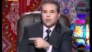 توفيق عكاشة صاحب قناه الفراعين يتهم المذيع محمود سعد على الهواء مباشرة بأنه قواد ويقول لفظ بذئ جداً فى ظل عدم الأحترام الأعلامى ووسط مشاهده