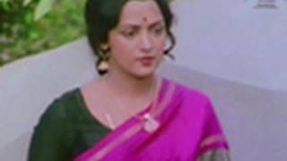 Jeetendra and Hema Malini in a dramatic scene - Kinara