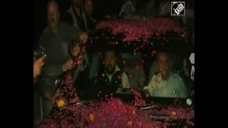 Pakistan News - Supporters cheer as former Pakistan Prime Minister Nawaz Sharif leaves prison