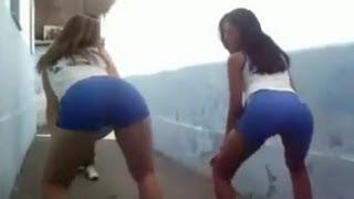 Novinhas dançando funk na escola!