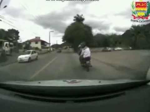 Perseguição moto furtada c indivíduo armado PMSC 05 10 2012 ORIGINAL