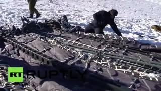 إنزال دبابة روسية من طائرة عسكرية