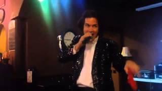 Elvis singing Neil Diamond at Quinn's Round Rock