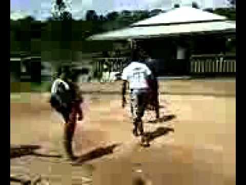 Briga de bêbados em Igarapé Miri