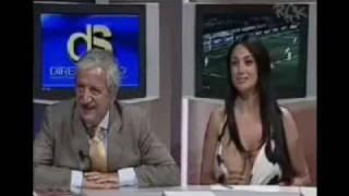 Decote de comentarista de esporte abre em programa ao vivo