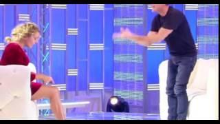 Domenica Live: La Gonna Della D'Urso è Troppo Corta – Ecco Cosa Accade in studio