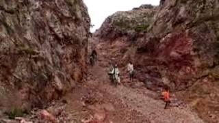 MOUNTAIN MAN-DASHRATH MANJHI - YouTube