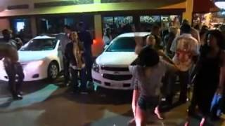 Bagarre: Des filles se battent a la sortie d'une boite de nuit à Los Angeles