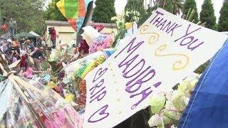 Les Sud-Africains communient en attendant les funérailles