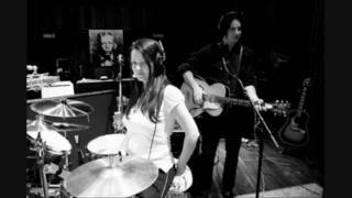 The White Stripes - Handsprings, Ball & Biscuit. Live Paris 2004. 8/9