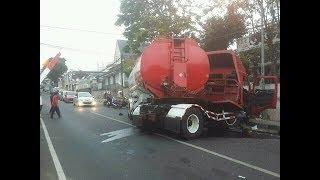 Rem blong mobil tangki bensin di jalan abdul gani bawah kota batu