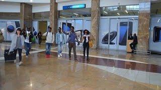 Umaru Edurban ayiniriza BOBI WINE, Adam Mulwana ku King Shaka Airport  Durban , South Africa