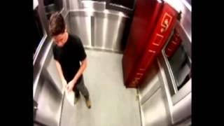 Mayat keluar dari peti mati di dalam lift