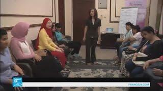 سيدة مصرية تعمل على تنمية قدرات المكفوفات وتمكينهن من العيش باستقلالية