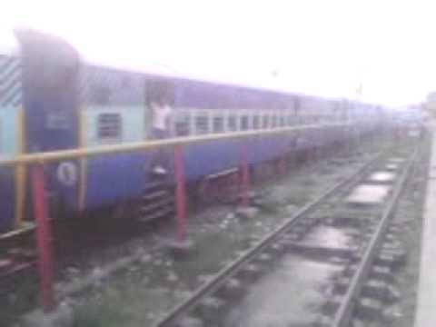 Saharsa Junction - Amritsar Janseva Express leaving Moradabad Railway Station