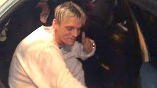 "Aaron Carter Is Asked To ""Come Out"" By Celebrity Photographers"