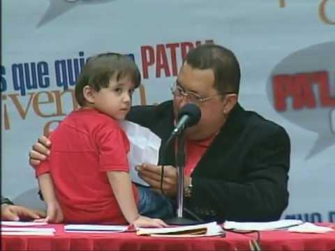 Niño sorprende al presidente Chávez al anunciarle en cadena que su hermano fue asesinado