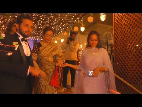 Xxx Mp4 Sonakshi Sinha With Her Family At Her Manager Wedding 3gp Sex