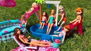 Barbie Dolls POOL PARTY!!!