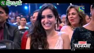 Salman Making Fun Of Shahrukh Khan Acting In Award Show