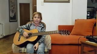 Tocando guitarra con magin