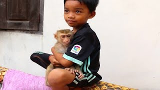Rosa can jumping and playing with little boy Happy better soon Rosa Youlike Monkey 1946