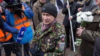 Mit Hakenkreuz und SS-Totenkopf: Gedenken an Waffen-SS in Riga