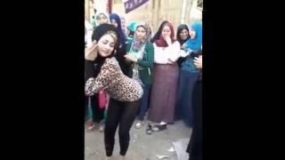 احلا رقص بنت على مهرجان مشيه بتتدلع 2017