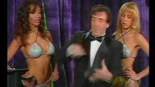 Petardos: Magician with his sexy assistants