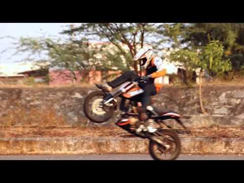 KTM Duke 200 Stunt Video of THROTTLERZ 2013