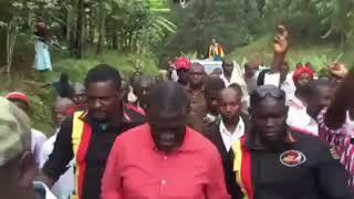 UGANDA: Dr. Kizza Besigye dancing Kadodi in Bududa