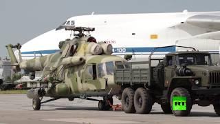 """طائرة """"رسلان"""" عملاقة تبتلع مروحتين روسيتين من مطار حميميم بسوريا"""