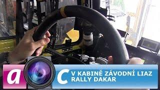 V kabině závodní liazky rally Dakar