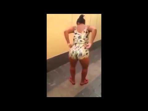 Novinha gostosa bunduda dançando de shortinho