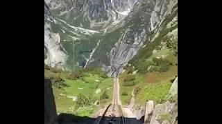 قطار يسير وسط الجبال الخلابة وااااااااااااو - ما شاء الله