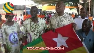 Un drapeau dédicacé par Sylvanus Olympio à son tailleur Agbobli est offert à Jean-Pierre Fabre