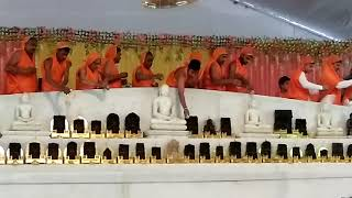 Nareli me munisuvrat bhagwan ka abhishek karte huye bhakt ...🙏🙏🙏