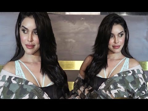 Gizele Thakral Hot Cleavage Show
