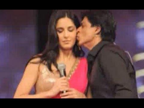 Katrina Kaif & Shahrukh Khan ignore each other at an award show