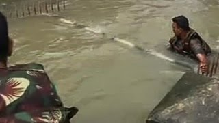 Chennai Floods: Watch NDRF jawan fall in water while rescuing people, safe