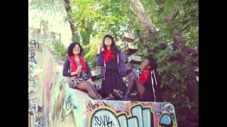 Un Carre Rouge la chanson (feat. Maïa Leia, Angie Naranjo, Aiza Ntibarikure & Liliane Pham) M/V